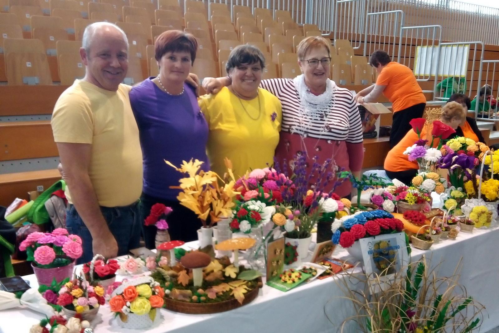 Papirčkarice in Pridne krške roke gostovale na Vranskem